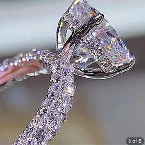 Gorgeous engagement/ special occasion ring